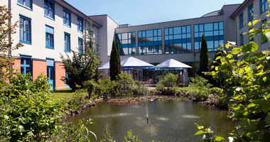 Beautiful garden with a pond outside Wyndham Garden Wismar hotel | © Wyndham Garden Wismar