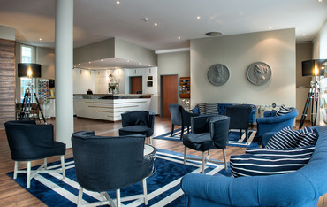 Hotel lobby with maritime interior in Wyndham Garden Wismar | © Wyndham Garden Wismar